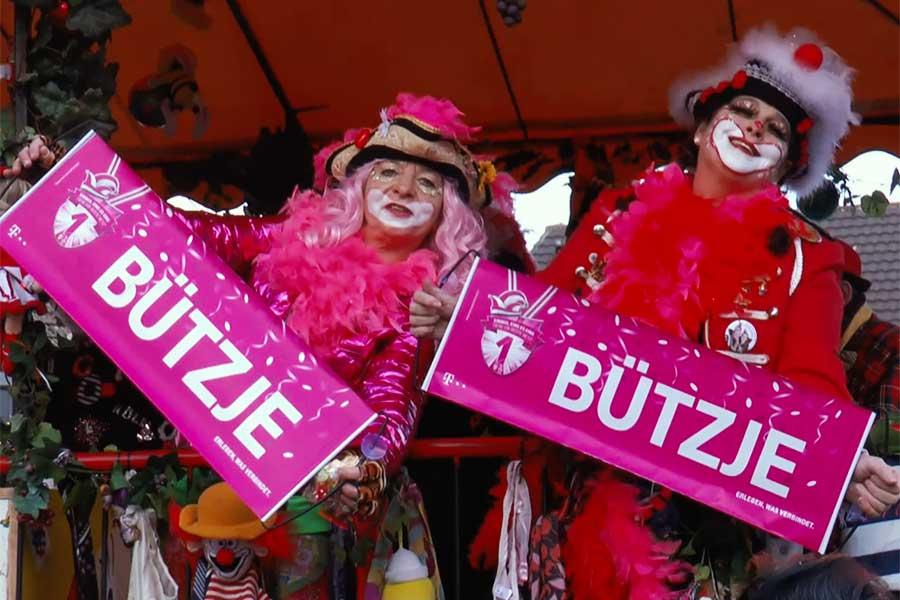 veilchendienstagszug - De Zoch kuett: Trockene Füße beim Straßenkarneval?