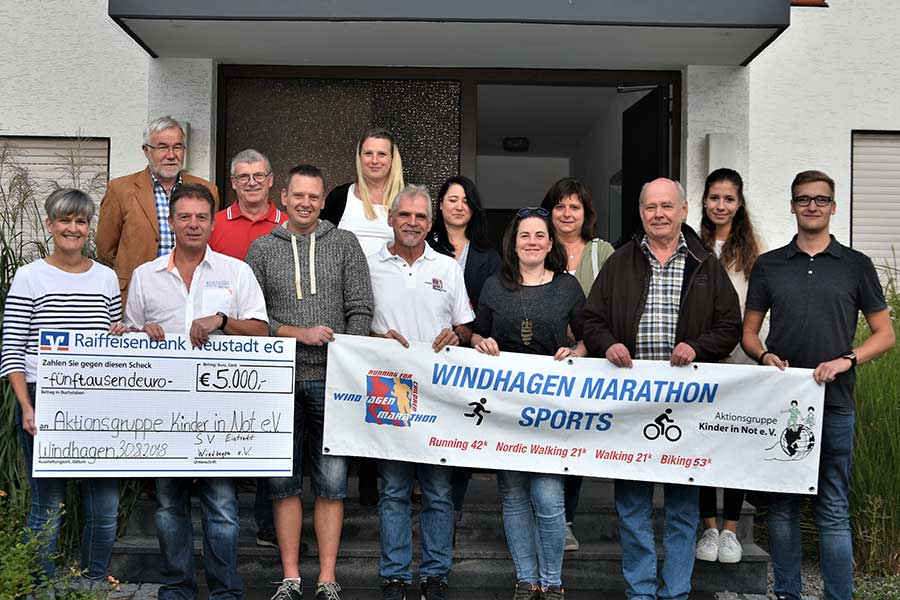 2018 08 30 scheckuebergabe - Windhagen-Marathon Sports Run+Bike spendet 5000€ an die Aktionsgruppe Kinder in Not e.V.