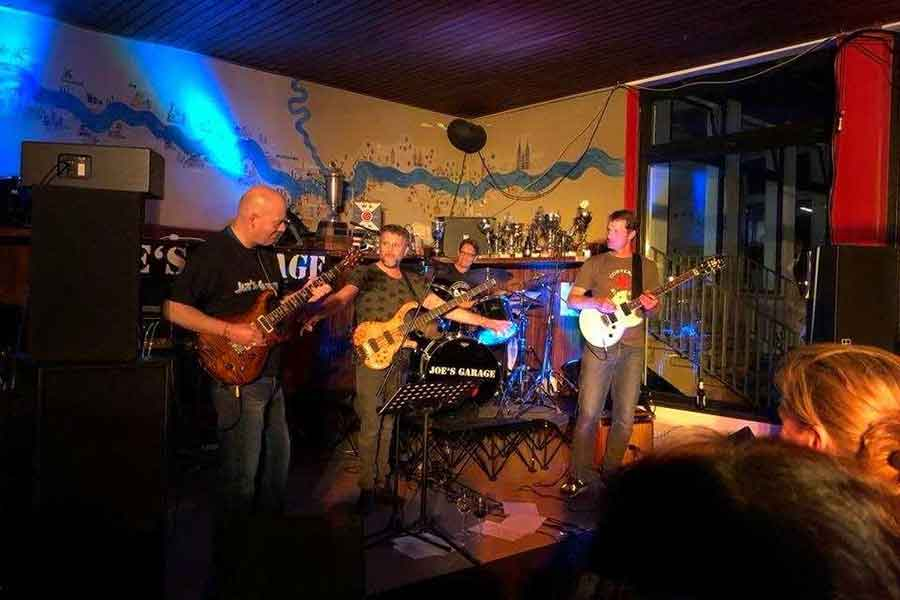 Joes Garage - Wassersportverein veranstaltet 8. Rock-the-boat Party